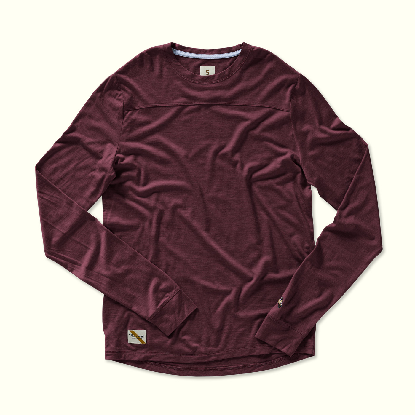 Men's long-sleeve Harrier top.